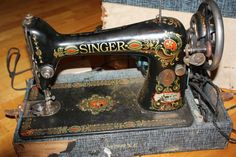 SINGER vintage Working 66 Red Eye Sewing Machine
