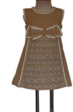 Descripción del artículo: Ropa Verano niña de 0 a 5 años, , Vestido de Piqué Orus Camel con puntilla bolillos.. Tienda Virtual