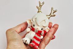 Micro Munny faun in white with striped scarf and golden antlers - Thumbnail 1