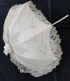 Circa Rare Brussels Lace Parasol with Chinoiserie Pavillions Lace Umbrella, Lace Parasol, Vintage Umbrella, Under My Umbrella, Shabby Vintage, Vintage Lace, Vintage Room, Vintage Pink, Vintage Outfits