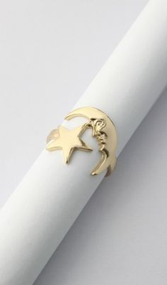 moon and star gold ring  http://rstyle.me/n/ntsiipdpe