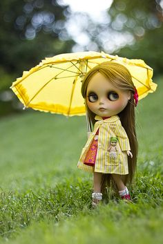 Oooh! think Bibi Basaak 'needs' an umbrella like this...well, we DO live in Manchester, city of rain!