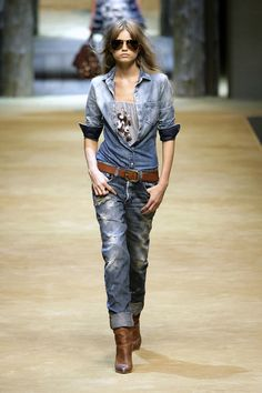 D&G at Milan Fashion Week Spring 2010 - Runway Photos Skinny Jeans With Boots, Denim On Denim Looks, Denim Jeans, Westerns, Look Jean, Western Chic, Vintage Denim, Autumn Winter Fashion, Spring Fashion