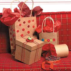 Complete Guide to Homemade Holiday Food Gifts Decorate with color coordinated buttons, twine, tissue! The Complete Guide to Homemade Holiday Food Gifts Edible Christmas Gifts, Edible Gifts, Christmas Crafts, Christmas Goodies, Homemade Food Gifts, Diy Food Gifts, Holiday Fun, Holiday Gifts, Holiday Recipes