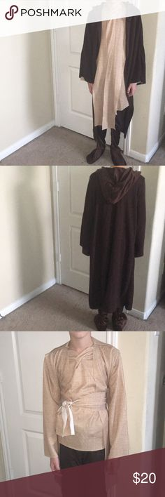 XL Jedi/ Renaissance Costume Perfect for the new Star Wars movie coming out!!  Or to dress up for a Ren Fest or to play in!  Comes with a robe/shirt/pants. Costumes