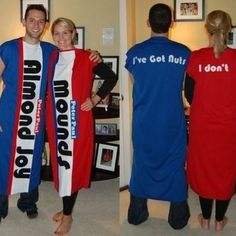 These 12 Fun Couples Halloween Costume Ideas are so adorable! Any one of these is sure to be a prize winning show-stopper! DIY Halloween costume ideas here! Halloween Tags, Holidays Halloween, Halloween Crafts, Halloween Couples, Adult Halloween, Halloween 2017, Halloween Stuff, Homemade Halloween, Happy Halloween