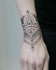 Mandala style cuff for Kate #tattooedgirls #tattooart #hennatattoo #wristtattoo #mandala