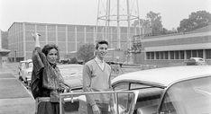 """La actriz María Félix y su hijo, el actor Enrique Álvarez Félix, son captados por la lente del fotógrafo Allan Grant, mientras conviven y bromean en los Estudios Churubusco. Esta imagen nos deja ver otra faceta de """"La Doña"""", distinta a la que aparece en varias de sus películas."""