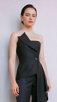 Julie - emmacharlottewatson: Daisy Ridley by Nina Park English Actresses, British Actresses, Reylo, Star Wars Light, Daisy Ridley, I Miss Her, Julie, Pretty Woman, Celebs