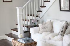 Camilla at Home: Fargene i huset, Tudor Decor, Furniture, House Design, Room, House, Family Room, Home, Cottage Interiors, Seaside House