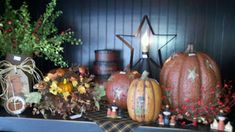 C & C Furnishings: FALL HAS ARRIVED! Primitive Autumn, Country Primitive, Fall Store Displays, Decor Crafts, Wood Crafts, Primitive Wallpaper, November Thanksgiving, Berry Garland, Autumn Display