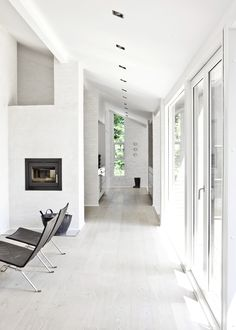 Calm and Natural Nordic Interior Design - Fredensborg House by NORM Architects - DigsDigs Interior Simple, Nordic Interior Design, Black And White Interior, Modern Interior, Interior Decorating, Color Interior, Natural Interior, Interior Exterior, Interior Architecture