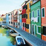 Who wants to move in? You don't need a guided tour or expensive water taxi to get to the island of Burano, a public ferry (vaporetto) and a little time will do. And it's oh so pretty! 🌈 #Venice #everyonecantravel #aohostel #sponsored #postedbytabea