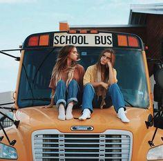 Dans chaque lycée il y a les populaires et les non-populaires. Dans … #romanpouradolescents Roman pour adolescents #amreading #books #wattpad