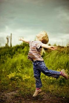 """Children are happy because they don't have a file in their minds called ""All the Things That Could Go Wrong.""    ~  Marianne Williamson   ♥ lis"