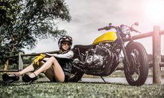 Good Day! Kawasaki Z650 #BratStyle by Paolo Sereni - Model Nicoleta Pricop - Photos by Simone De Ranieri. Que tengas un buen día viendo esta bonita #Kawasaki y disfrutando del mundo de las dos ruedas ;) www.caferacerpasion.com