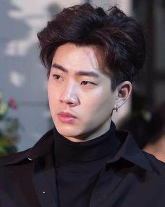"711 curtidas, 2 comentários - I sTAN kiNGS 💚💚💚 (@what.username.i.can.use) no Instagram: ""So dreamy 😳😳😳 @tumcial  #ออฟกัน #OffGun#tumcial #bllove #tailand #gun_atthaphan #ทฤษฎีจีบเธอ #GMMTV…"" Beautiful Boys, Pretty Boys, Dramas, Thai Prince, Cute Asian Guys, Theory Of Love, Face Photography, Meme Faces, Handsome Boys"
