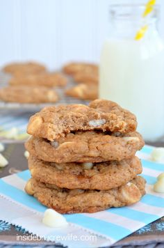 Banana Caramel Cookies - easy banana cookies full of caramel and white chocolate flavor Cake Mix Recipes, Easy Cookie Recipes, Cookie Desserts, Just Desserts, Sweet Recipes, Dessert Recipes, Salad Recipes, Yummy Treats, Sweet Treats