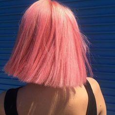 C'est LA toute dernière tendance cheveux du moment découverte sur Instagram : le Pink Champagne Hair. Celle-ci s'inspire de l'une de nos boissons à bulles préférées et ce...