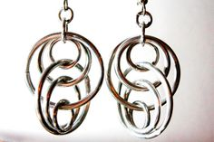 Flotando Chainmaille plata pendientes - joyería de cota de malla de aluminio - lazos de ilusión-