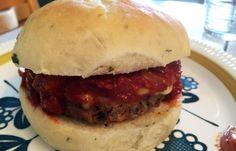 Denne burgeren ligger godt an i kampen om burgerfestivalens beste burger. Beste Burger, Bolognese, Sausage, Ethnic Recipes, Om, Sausages