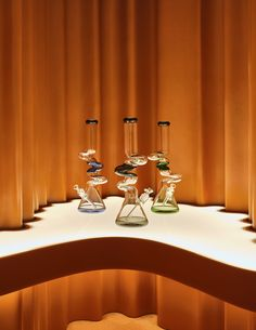 Alchemy x Studio Paolo Ferrari © Joel Esposito Mirror Ceiling, Big Draw, Retail Experience, Merchandising Displays, Retail Space, White Rooms, Dezeen, Experiential, Tents