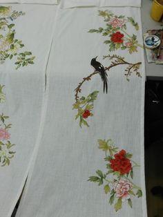 삼베발과는 또다른 느낌입니다. 팔가조도와 신사임당 화조도 중에서 일부 Fabric Painting, Fabric Art, Silk Fabric, Filet Crochet, Fruit Decorations, Tanjore Painting, Painted Clothes, Korean Art, Chinese Painting
