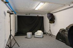 Nu är vi avundsjuka igen - tänk att ha plats med en egen fotostudio i huset! Här finns gott om plats! Söndrumsvägen 44.