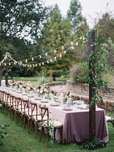 Wedding Reception Inspiration - Photo: Charla Storey Photography Wedding Reception Inspiration - Photo: Charla Storey Photography Sommerhochzeit im Garten mit Lichterkette
