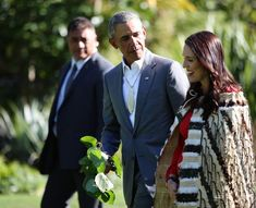 Barack Obama attended a powhiri with New Zealand Prime Minister Jacinda Ardern at Government. Obama 2008, Moving To New Zealand, Barrack Obama, Michelle And Barack Obama, Mr President, I Icon, My Forever, Prime Minister, Home And Away