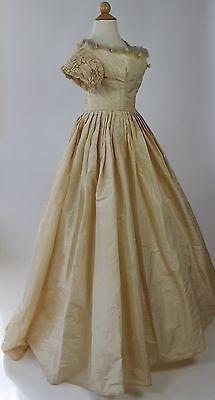 Ivory-Silk-Taffeta-Ball-Gown-Wedding-Gown-with-Rosebud-Trimmed-Neckline-1857