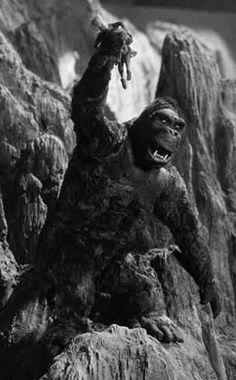 """mykillyvalentine: """"Another behind-the-scenes snap from King Kong (1933). """""""