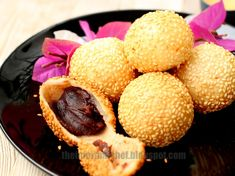 Jin dui is a must-have item in traditional Chinese households during Chinese New Year. Like many other items served during Chinese New Year that has symbolic indications, the sesame ball symbolises wealth and luck with its rounded puffy appearance.