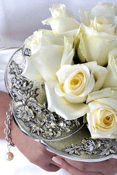 Some sort of rose holder? Bling Wedding, Wedding Bouquets, Wedding Stuff, Wedding Day, Coffee Filter Roses, Bling Bouquet, Bouquet Holder, Vow Renewal Ceremony, Nosegay