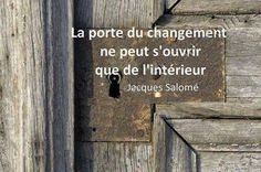 Bonheur changer clé porte Salomé Positive Mind, Positive Attitude, More Than Words, Some Words, Figure Of Speech, Words Of Wisdom Quotes, French Quotes, Daily Motivation, Positive Affirmations
