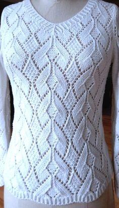 Белый джемпер ажурным узором. Лучшие модели одежды спицами со схемами