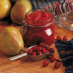 Pear Cranberry Relish - Taste of Home Ingredients 3 cups fresh or frozen cranberries cup water 5 large pears (about 2 pounds), peeled and cubed 1 cup orange juice 2 teaspoons grated orange peel 2 packets artificial sweetener (equal to 4 teaspoons sugar) Pear Relish, Cranberry Relish, Pickle Relish, Relish Recipes, Canning Recipes, New Recipes, Canning 101, Jelly Recipes, Canning Pickles