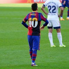 Fc Barcelona Players, Barcelona Football, Lional Messi, Messi And Ronaldo, Fc Barcelona Wallpapers, Lionel Messi Wallpapers, Football Icon, Soccer Ball, Aliens