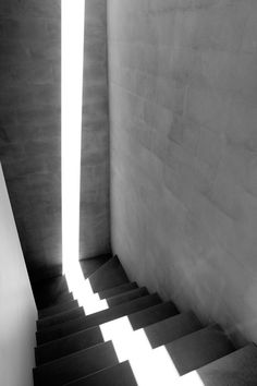 A streak of light zig-zags down a concrete stairway in Cliff House, Auckland, captured by Patrick Reynolds. Architecture Ombre, Shadow Architecture, Light Architecture, Architecture Photo, Amazing Architecture, Public Architecture, Pavilion Architecture, Arch Light, Concrete Stairs