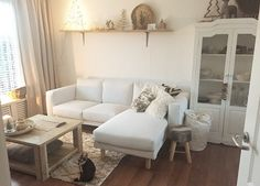 De NORSBORG bank bij @daisy.brouwer | #IKEABijMijThuis IKEA IKEAnederland bank zitbank chaise longue zithoek woonkamer hoekje comfortabel wit finnsta