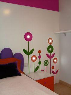 Dormitorio infantil con vinilos e iluminación led. Proyecto de AZ Diseño.