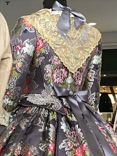 F 2017 1700s Dresses, Old Dresses, French Lady, Riding Habit, Victorian Gothic, Beautiful Outfits, Doll Clothes, Spain, Gowns