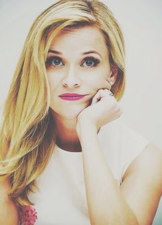 Reese Witherspoon: super like her. Perfect People, Pretty People, Beautiful People, Beautiful Women, Reese Witherspoon, Beauty Queens, Famous Faces, Woman Crush, Pretty Face