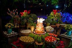 Mesa de Doces -  Casamento Tropical Trancoso     Fonte: Vestida de Noiva