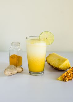 INSIDE   OUT: Turmeric Acne Mask   Glowing Skin Smoothie | http://helloglow.co/inside-turmeric-acne-mask-glowing-skin-smoothie/