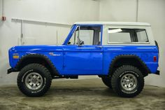 1977 Ford Bronco Maintenance of old vehicles: the material for new cogs/casters/gears/pads could be cast polyamide which I (Cast polyamide) can produce Classic Bronco, Classic Ford Broncos, Classic Cars, Vintage Trucks, Old Trucks, Pickup Trucks, Old Ford Bronco, Early Bronco, Broncos Pictures