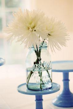 white chrysanthemums (I think) and ball jar are simple perfection Wedding Pins, Wedding Flowers, Vase Transparent, White Chrysanthemum, Vases, Winter Bouquet, Blue Mason Jars, Mason Jar Flowers, Flower Names