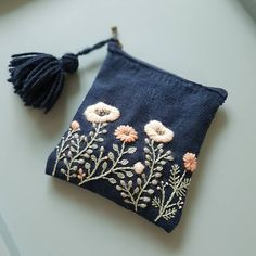 "Pogledajte ovu Instagram fotografiju od @momo_needle • 56 oznaka ""sviđa mi se"" Embroidery Purse, Embroidery On Denim, Floral Embroidery, Ribbon Embroidery, Embroidery Designs, Cross Stitch Embroidery, Diy Denim Purse, Diy Coin Purse, Mini Purse"