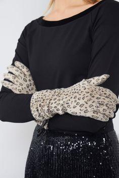 Die 23 besten Bilder von Klamotten Wunschliste   Embroidery, Fashion ... d8171d5a6cf6