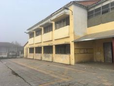 Η εξωτερική όψη του σχολείου θυμίζει φυλακές Garage Doors, Outdoor Decor, Home Decor, Decoration Home, Room Decor, Home Interior Design, Carriage Doors, Home Decoration, Interior Design